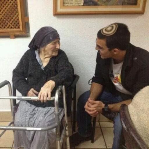 Eyal Yifrah volontariato