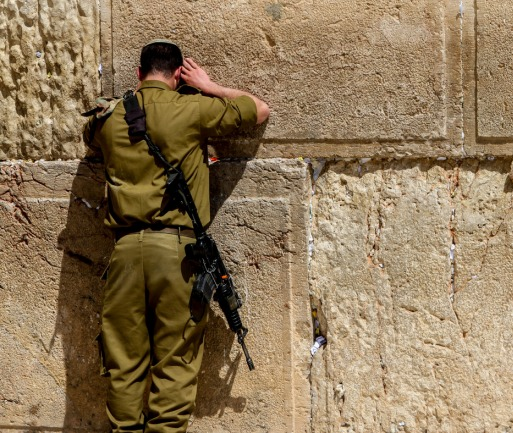 soldato prega