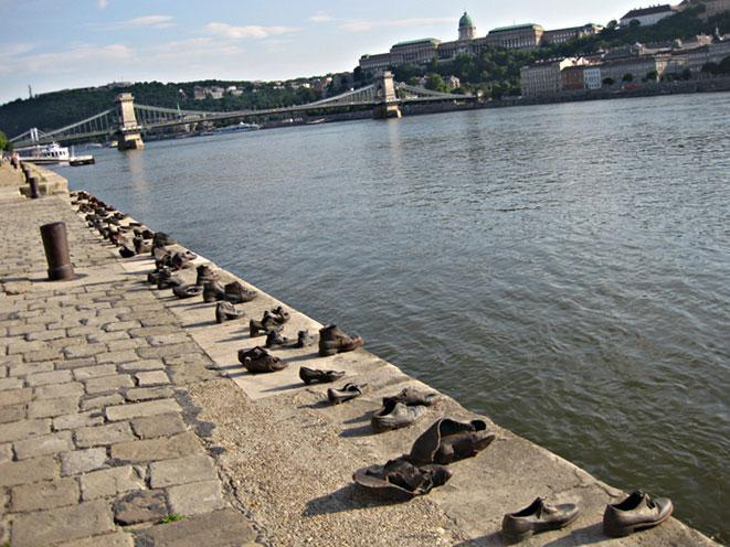 monumento-scarpe-budapest