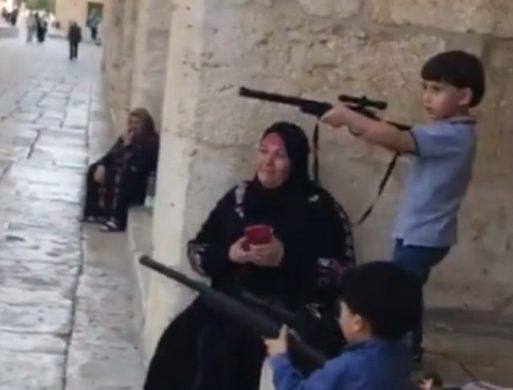 Children-Rifles-Temple-Mount
