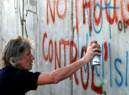 roger-waters-fence 2