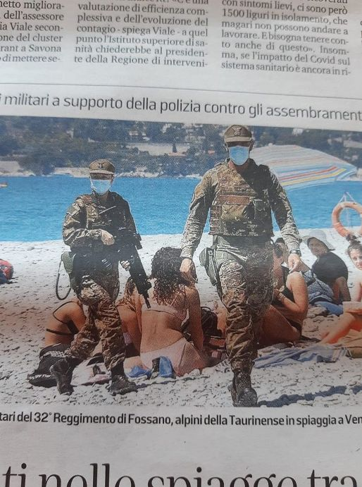 militari in spiaggia